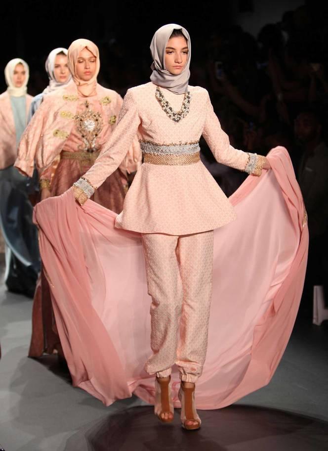 بهره برداری آمریکا از سستی کشورهای اسلامی در زمینه طراحی لباس اسلامی/ دگرگونی فرهنگی ممالک اسلامی توسط طراحی مد در آمریکا